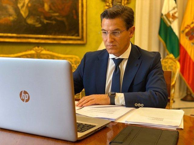 """Luis Salvador pide a Gobierno que ayuntamientos sin superávit """"puedan disponer también de recursos"""""""