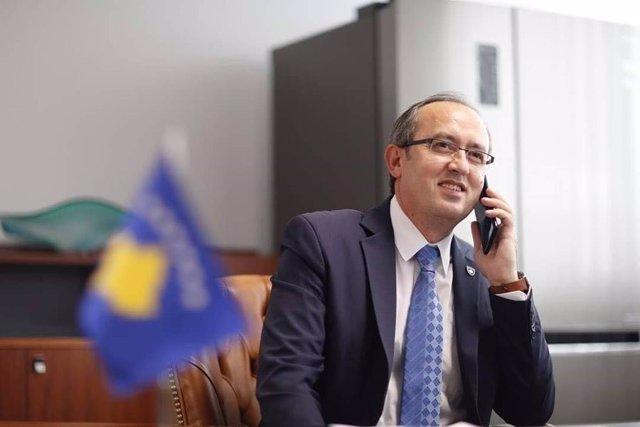 Coronavirus.- El primer ministro de Kosovo confirma que se ha contagiado por cor