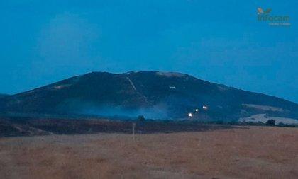 El fuego de Retuerta queda estabilizado y pasa a nivel cero, aunque mantiene 146 efectivos trabajando