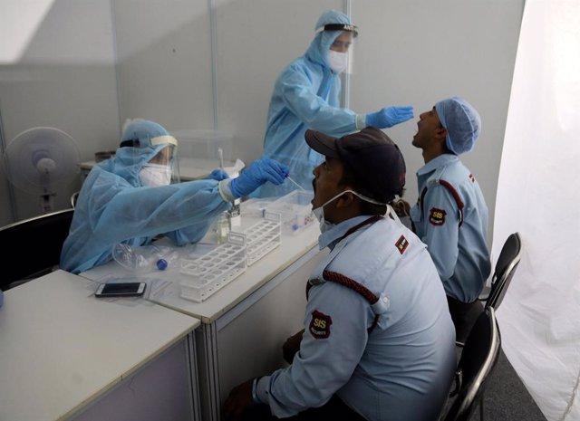 Coronavirus.- India alcanza los 1,8 millones de casos de coronavirus tras sumar