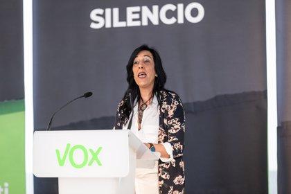 Santiago Abascal se traslada al Parlamento Vasco para apoyar a Amaya Martínez, que se estrena como parlamentaria de Vox