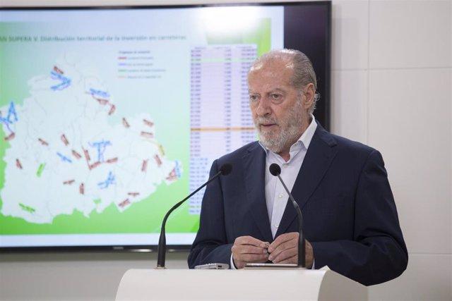 El presidente de la Federación Andaluza de Municipios y Provincias (FAMP), Fernando Rodríguez Villalobos, en una foto de archivo.