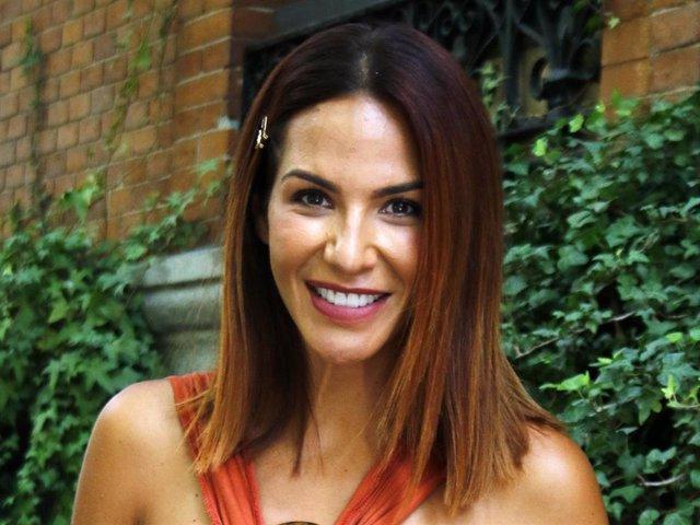 Tamara Gorro, de lo más sonriente, sale de un restaurante madrileño recientemente