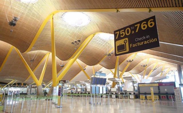 Instalaciones internas de la Terminal 4 del Aeropuerto Adolfo Suárez Madrid-Barajas Madrid, (España), a 2 de abril de 2020.
