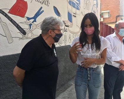 """Villacís visita comercios de Vallecas y afirma que prefieren """"apretarse el cinturón"""" para garantizar el empleo"""