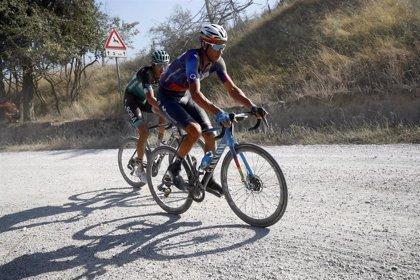 El Movistar Team subastará diez piezas de la Strade Bianche para fines benéficos