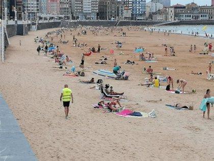 """""""Nunca vamos a poder cubrir el 100 por 100 de seguridad"""", recalca la alcaldesa a la oposición sobre las playas"""