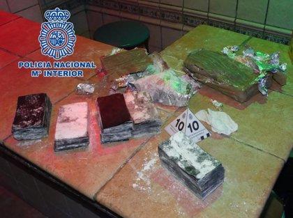 Detenido en Granada el presunto autor de una estafa de 39.000 euros con el timo de los billetes tintados