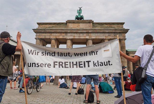 Marxa a Berlín contra les mesures restrictives per la pandèmia de coronavirus