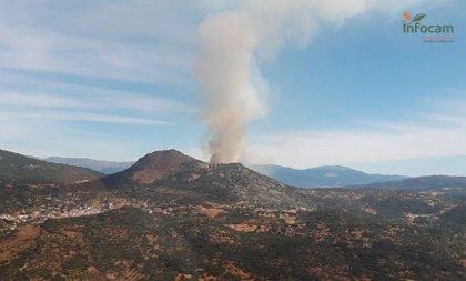 Elevan a nivel 1 el incendio de El Real de San Vicente por afección a su casco urbano