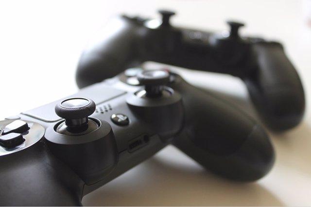 El mando de PS4, DualShock 4, no será compatible con los juegos de la nueva PS5