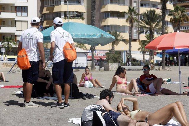 Auxiliares de la Junta de Andalucía en las playas, foto de archivo