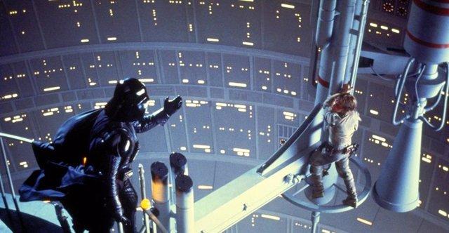 Imagen de Darth Vader y Luke Skywalker en Star Wars: El Imperio contraataca