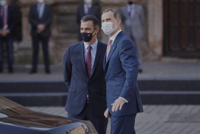 Elpresidente del Govern, Pedro Sánchez i el Rei Felipe VI