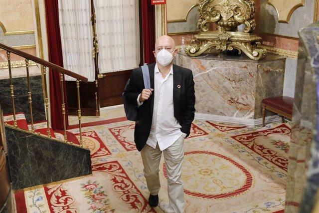 Dirigente del PSOE ve muy insuficiente que Juan Carlos I abandone España y recla