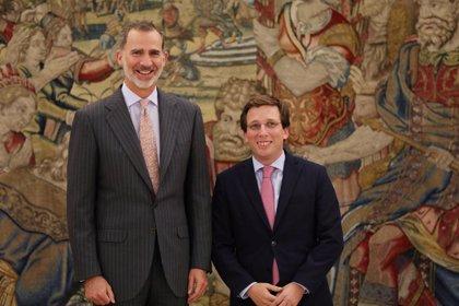 """Almeida traslada todo su apoyo a Felipe VI y asegura que Juan Carlos I ha sido """"clave"""" para construir la democracia"""