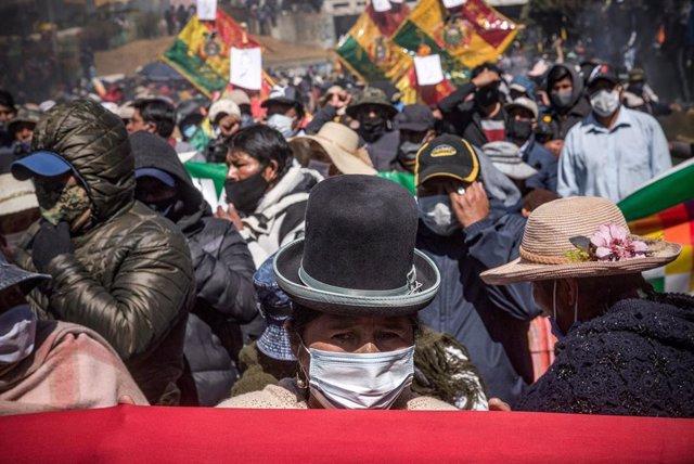Protestas contra el aplazamiento de las elecciones de Bolivia en El Alto.