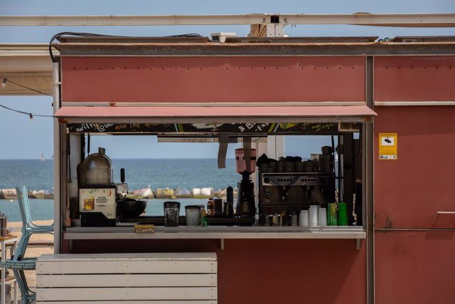 Terrassa d'un bar al costat de la platja, a Barcelona, Catalunya (Espanya) a 26 de maig de 2020.
