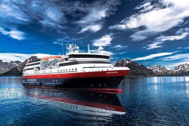 Imagen de archivo de un crucero de Hurtigruten