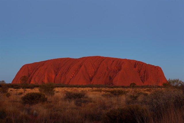 Coronavirus.- Australia cierra el icónico monte Uluru por temor al contagio entr