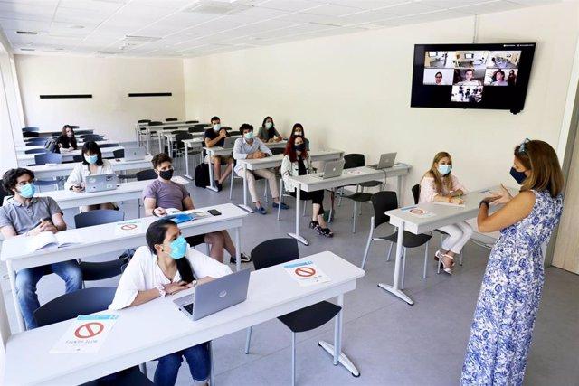 """Aula de """"doble presencialidad"""" en la Universidad CEU San Pablo"""