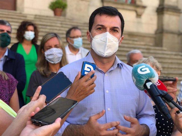 Gonzalo Caballero, secretario xeral del PSdeG, en declaraciones a los medios este martes antes del inicio de la legislatura