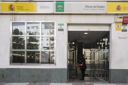 """Sindicatos tildan la bajada del paro en Sevilla de """"anomalía"""" por la crisis del Covid y destacan el papel de los ERTE"""