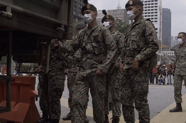 Policía en Kuala Lumpur durante la pandemia de coronavirus (Imagen de archivo)