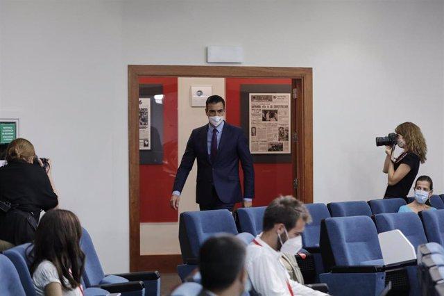 El presidente del Gobierno, Pedro Sánchez, a su llegada para ofrecer la última rueda de prensa  posterior a la reunión del Consejo de Ministros y antes de las vacaciones, en Moncloa, en Madrid (España), a 4 de agosto de 2020