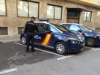 Detenida en Benidorm por robar un reloj y una cadena de 10.000 euros por el método del 'hurto amoroso'