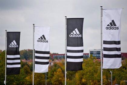 Adidas renueva el mandato de su consejero delegado hasta 2026