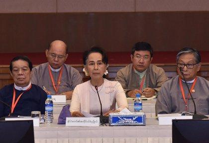 Suu Kyi presenta su solicitud para presentarse a las parlamentarias de noviembre en Birmania