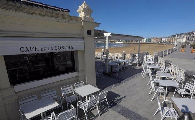 Una terraza vacía en San Sebastián