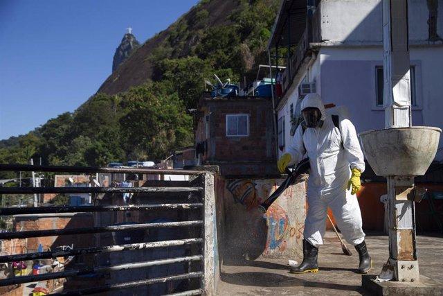Trabajos de desinfección en Río de Janeiro durante la pandemia de coronavirus