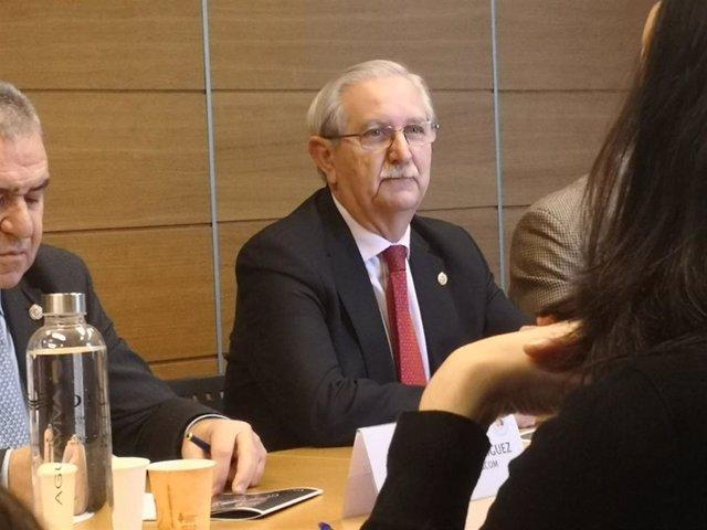 El presidente de la Organización Médica Colegial (OMC), Serafín Romero, en rueda de prensa con motivo del 100 aniversario del Consejo General de Colegios Oficiales de Médicos de España