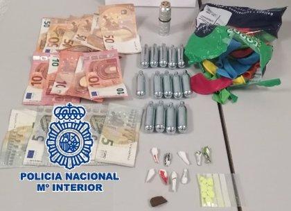 Detenida en Fuengirola (Málaga) una mujer por vender globos con gas de la risa en zonas de ocio nocturno