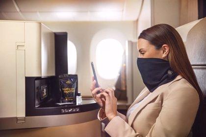 Etihad Airways ofrece una mascarilla de tejido antimicrobiano a bordo de sus vuelos