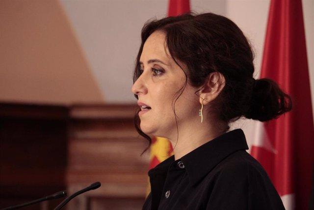 La presidenta de la Comunidad de Madrid, Isabel Díaz Ayuso, comparece ante los medios de comunicación en la Sala Valvanera del monasterio de Yuso tras la XXI Conferencia de Presidentes en San Millán de la Cogolla, La Rioja (España), a 31 de julio de 2020.
