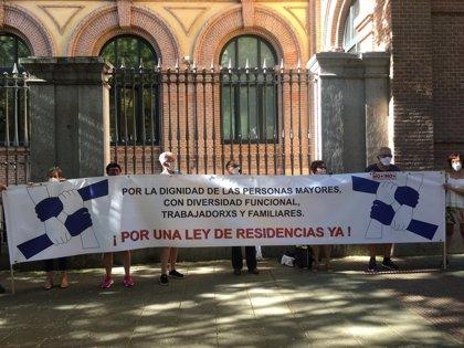 """Marea de Residencias carga contra Madrid por actuar con """"desidia y falta de interés"""" y exige una ley estatal"""