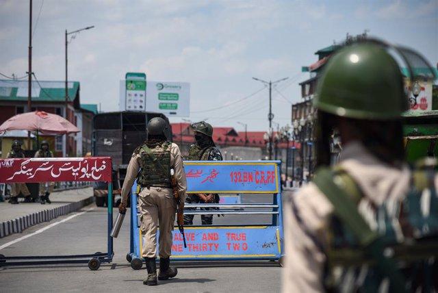 Cachemira.- India refuerza la seguridad en Cachemira por el primer aniversario d