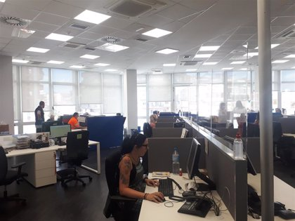 Barcelona quiere acercar el servicio de teleasistencia a 20.000 ancianos que viven solos