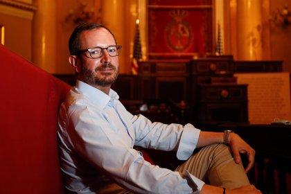 """El PP acusa a Sánchez de defender """"con la boca pequeña"""" la Monarquía, una institución que """"no está en cuestión"""""""