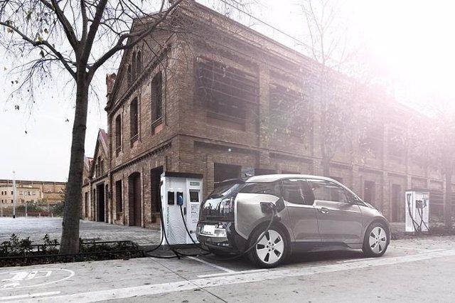Punt de recarrega per a vehicles elèctrics a Barcelona