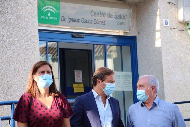 Visita de Antonio Repullo al centro de salud de Baena.