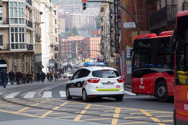 Imagen de un vehículo de la Policía Municipal de Bilbao.