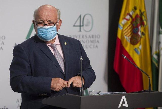 El consejero de Salud y Familias, Jesús Aguirre, durante la comparecencia en rueda de prensa tras la reunión semanal del Consejo de Gobierno de la Junta de Andalucía. En el Palacio de San Telmo (Sevilla, Andalucía, España), a 28 de julio de 2020.