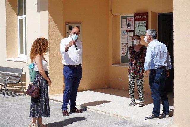 De Vicente en su visita a Íscar.