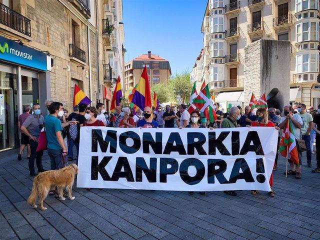 Concentración en Vitoria contra la monarquía