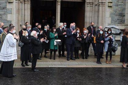 Londonderry rinde tributo a John Hume en un funeral marcado por el coronavirus
