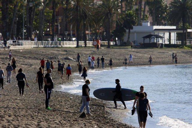 Gente de paseo el sábado 2 de mayo de 2020, primer día de paseos autorizados en el estado de alarma por el coronavirus
